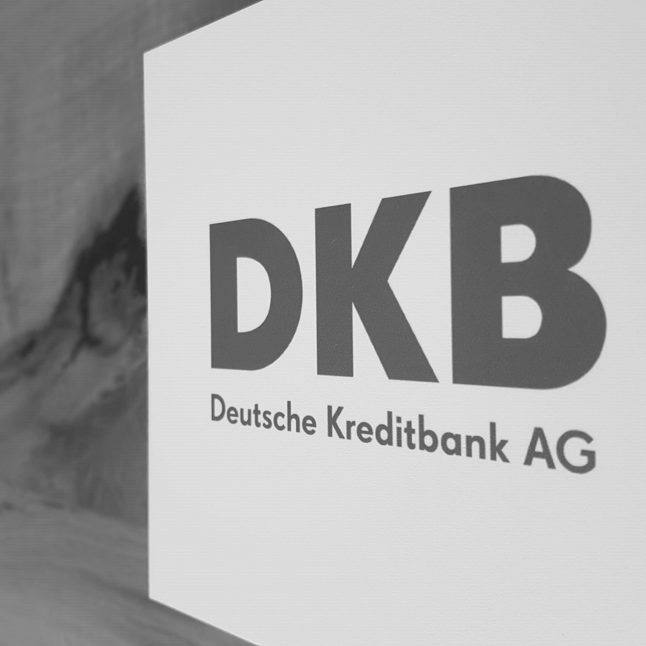 Abfotografiertes Logo DKB Deutsche Kreditbank AG schwarzweiß