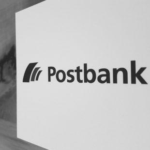 Abfotografiertes Logo Postbank schwarzweiß