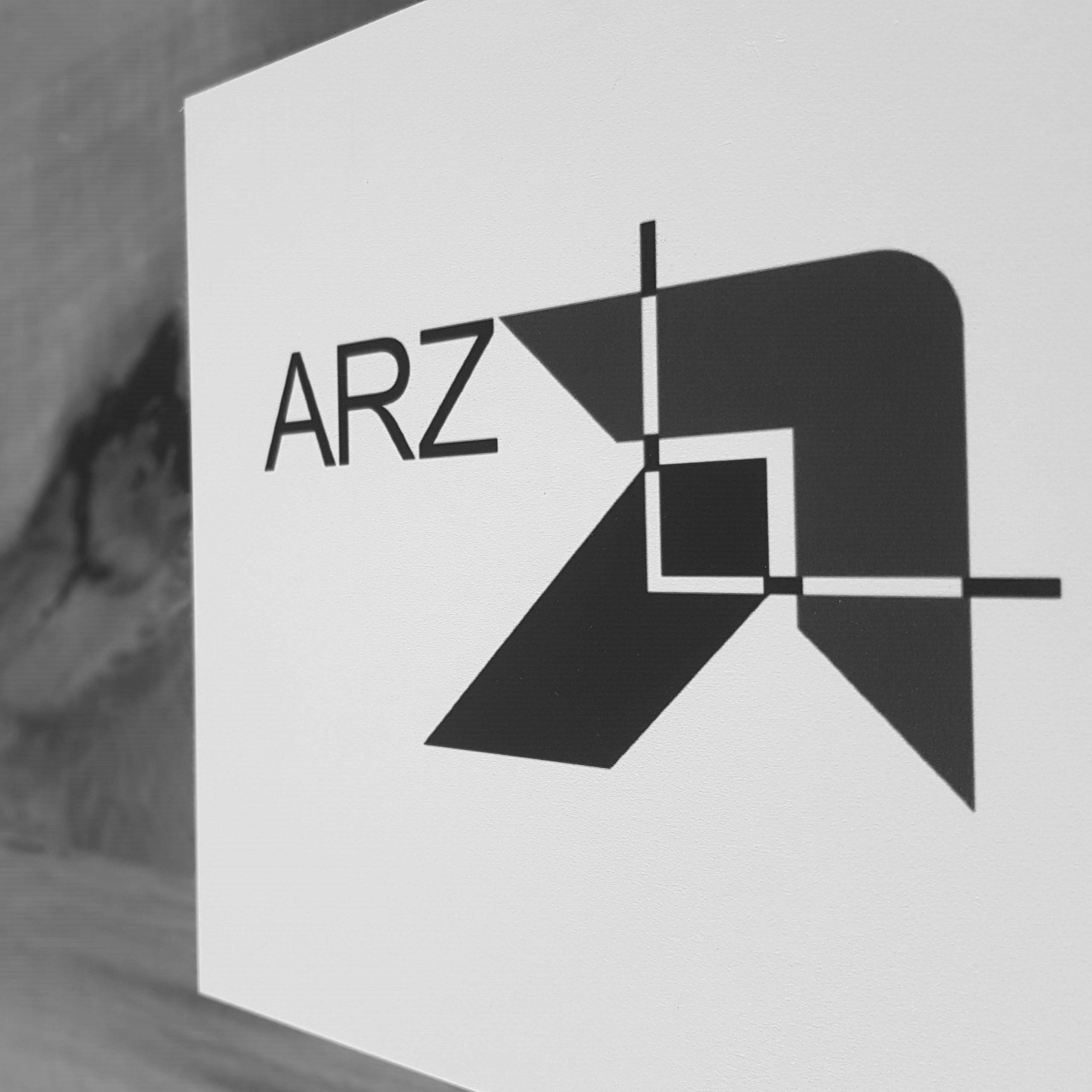 Abfotografiertes Logo ARZ Deutsche Kreditbank AG schwarzweiß