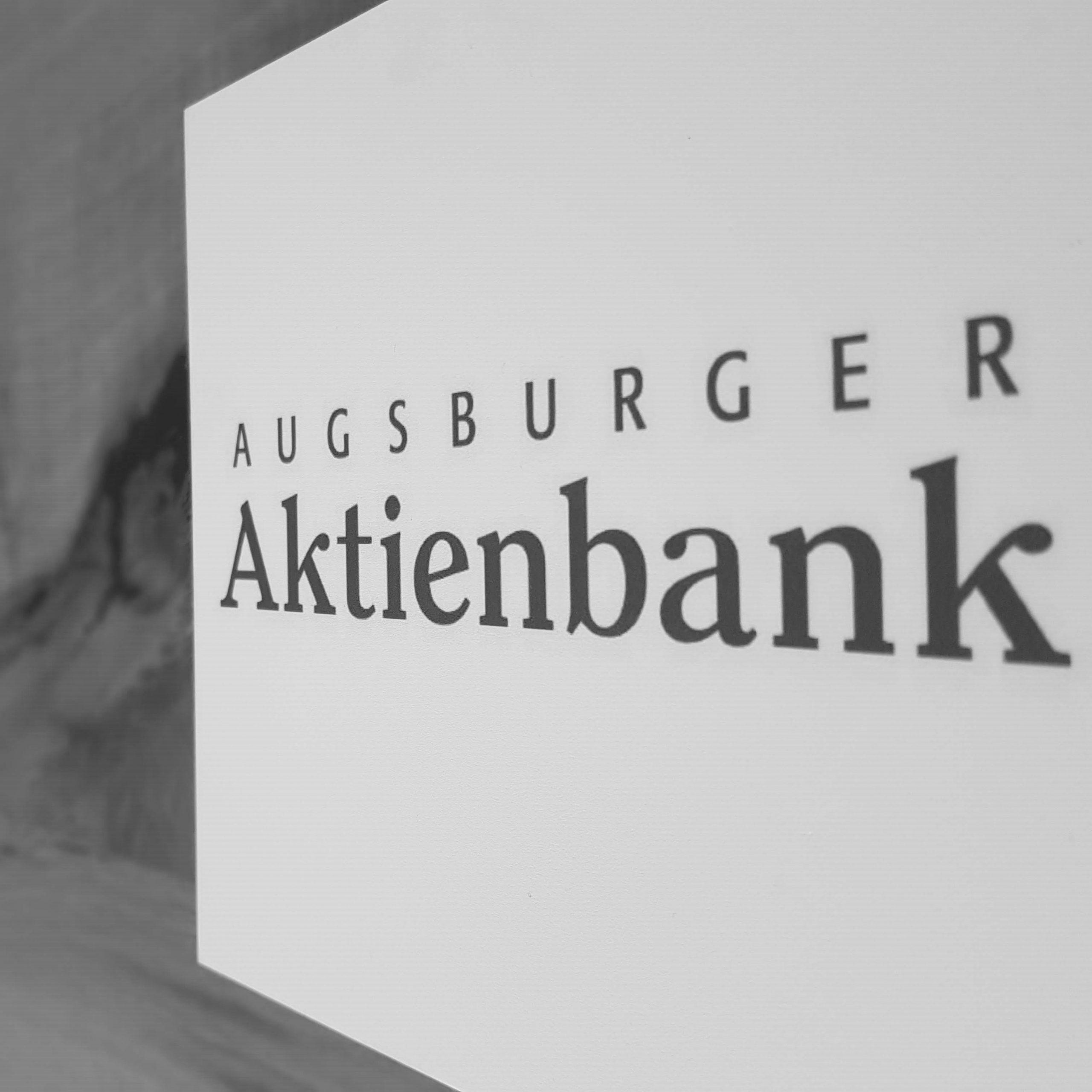 Abfotografiertes Logo Augsburger Aktienbank Deutsche Kreditbank AG schwarzweiß