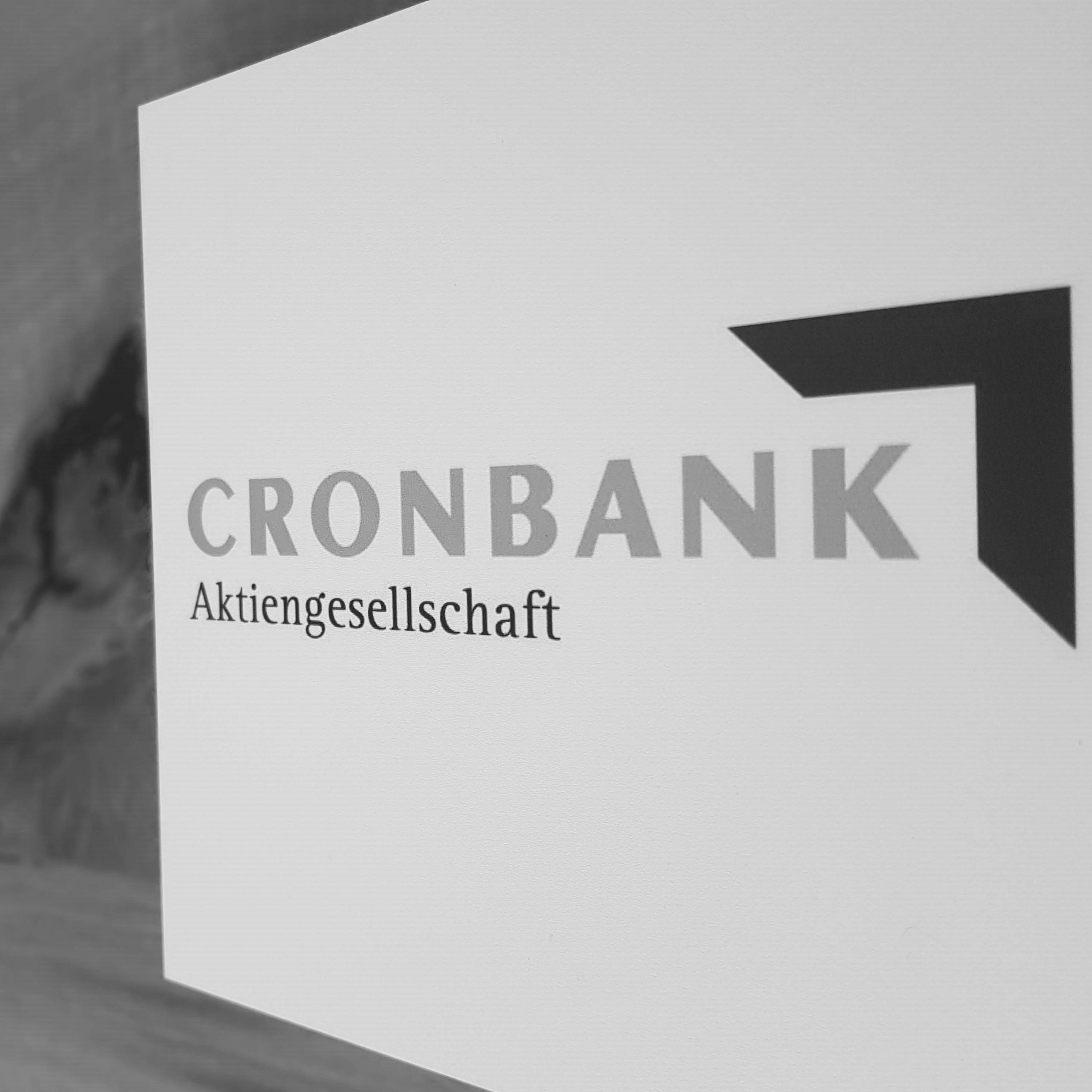 Abfotografiertes Logo CRONBANK Aktiengesellschaft Deutsche Kreditbank AG schwarzweiß