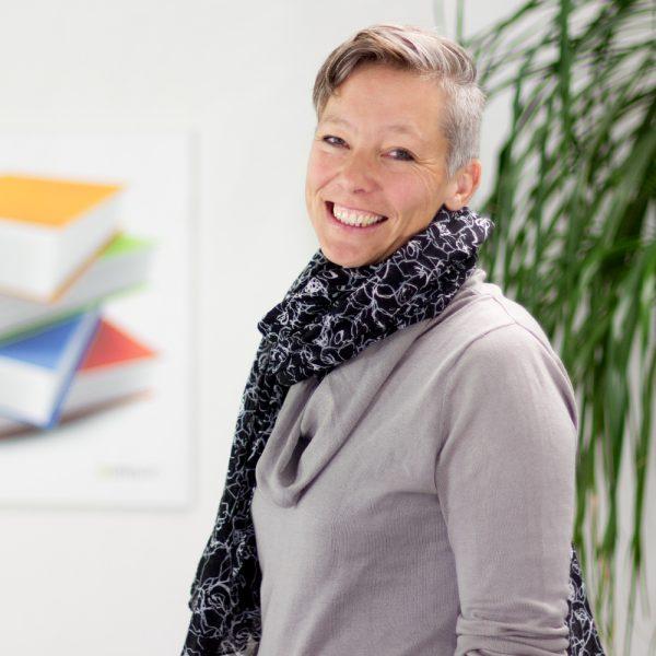 Portrait Astrid bei ECON Application