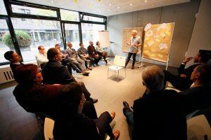 Vortrag von Arne Westphal während der ersten ECON Customer Conference im Bauwerk Hafen