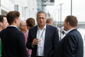 Teilnehmer der 1. ECON Customer Conference 2019 im Gespräch
