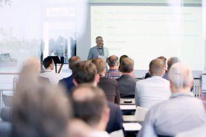 Arne Westphal während seines Vortrags auf der ersten ECON Customer Conference 2019