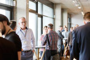 HP Olbrück im Gespräch während der ECON Customer Conference 2019 im Bauwerk Hafen