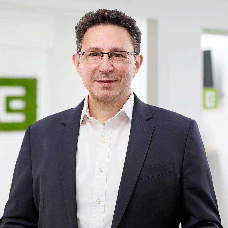 Portrait von Hakan Baran Geschäftsführer der ECON Application GmbH